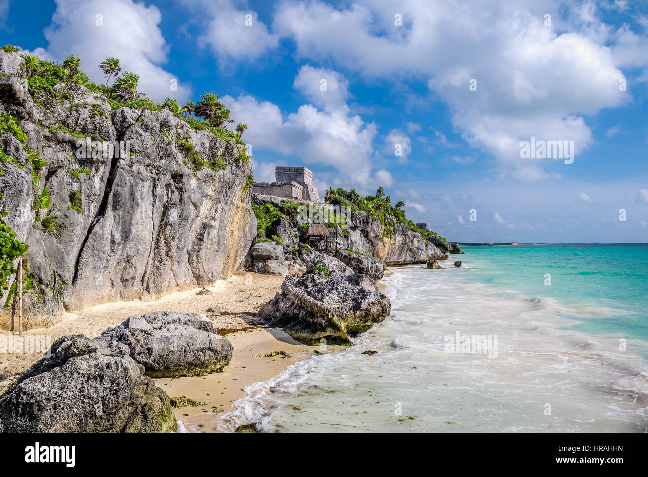 El Castillo and Caribbean beach - Mayan Ruins of Tulum, Mexico - Stock Image
