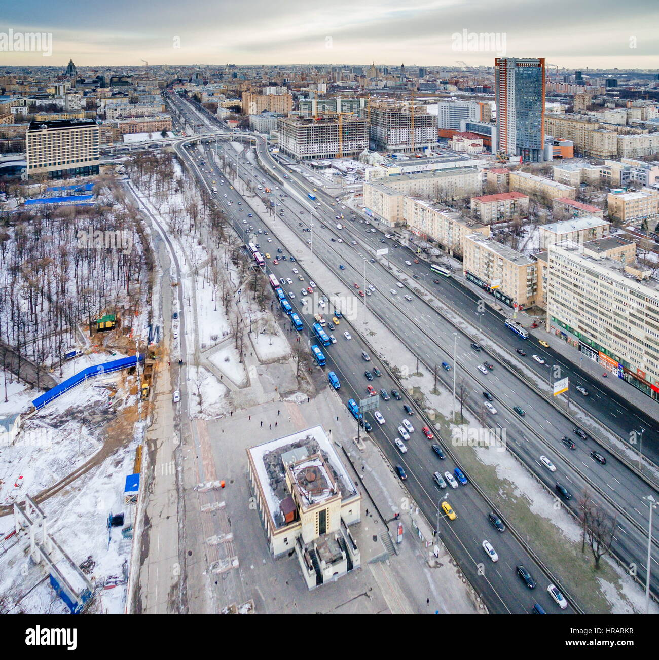 Reconstruction of the road junction Leninsky Prospect - Moscow Ring Road should be completed by 2016 3