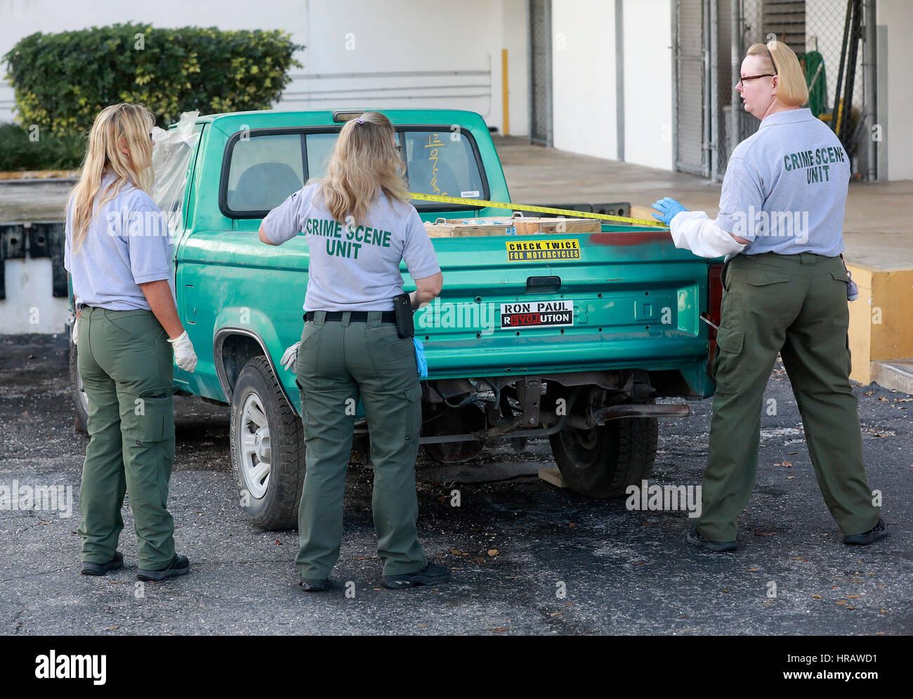 Florida, USA. 28th Feb, 2017. Crime Scene Unit members take measurements of the truck Seth Adams was driving on - Stock Image