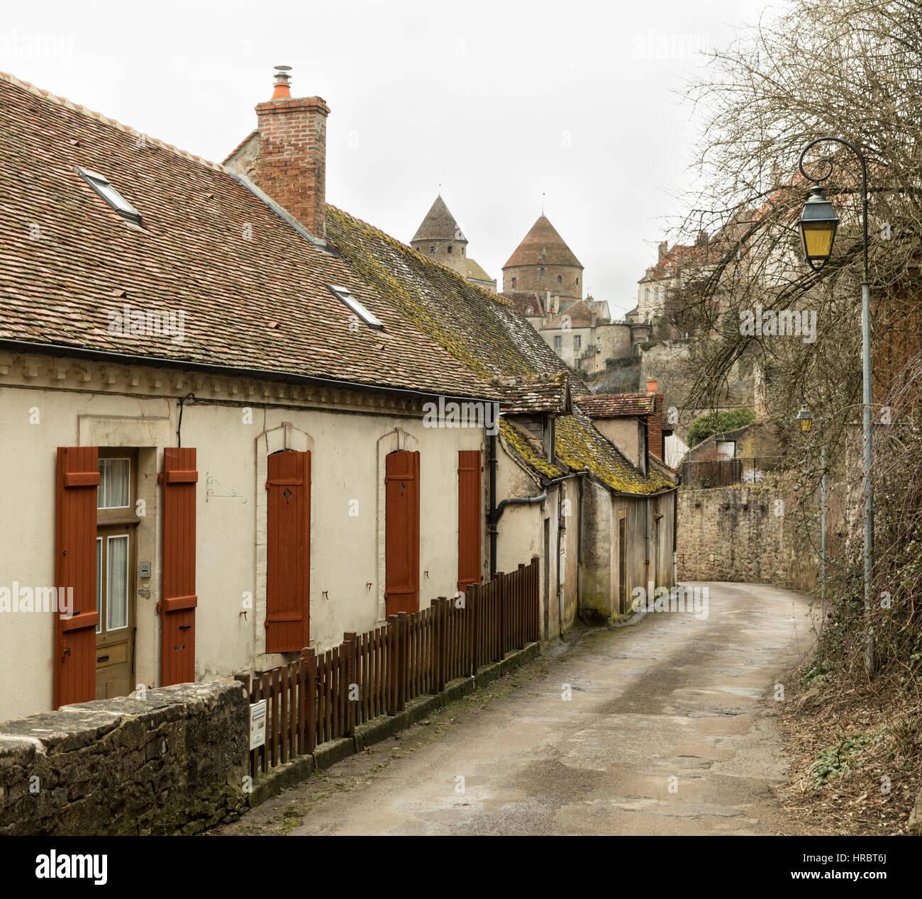 Old houses below the turreted walls of Semur-en-Auxois, Burgundy, France - Stock Image