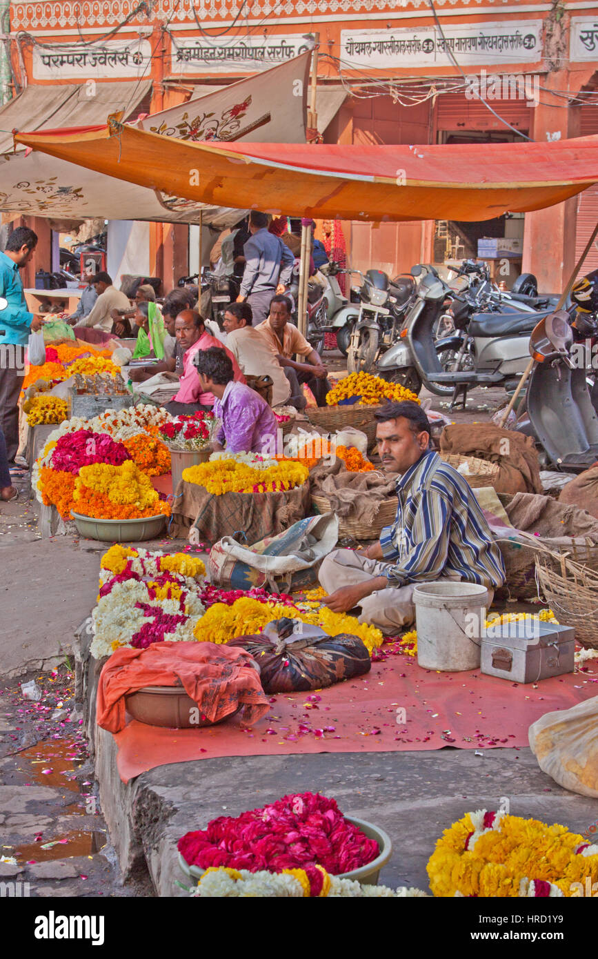 Traders selling flower garlands and petals for worshippers in a nearby Hindu temple in the Tripolia Bazaar district - Stock Image