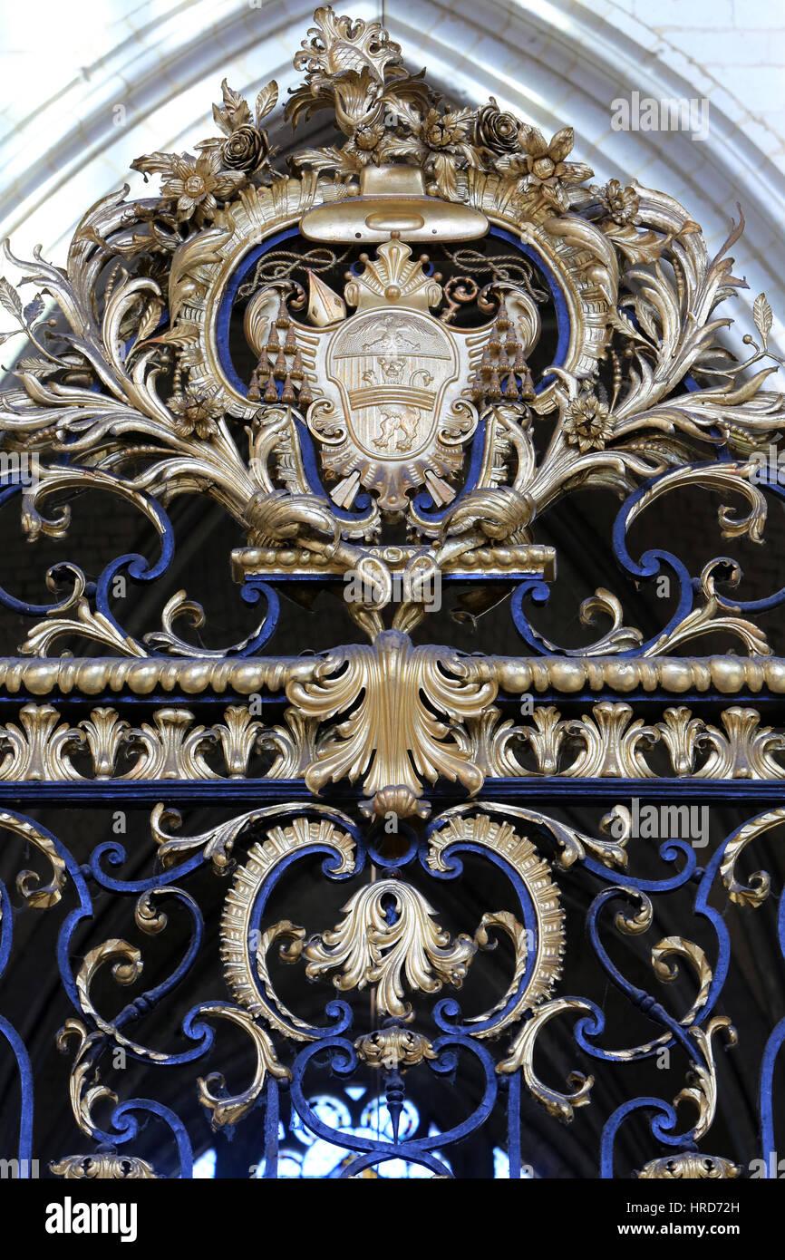 Ornementations sur la grille 'rocaille' du choeur réalisé par Jean Veyren d'après les - Stock Image