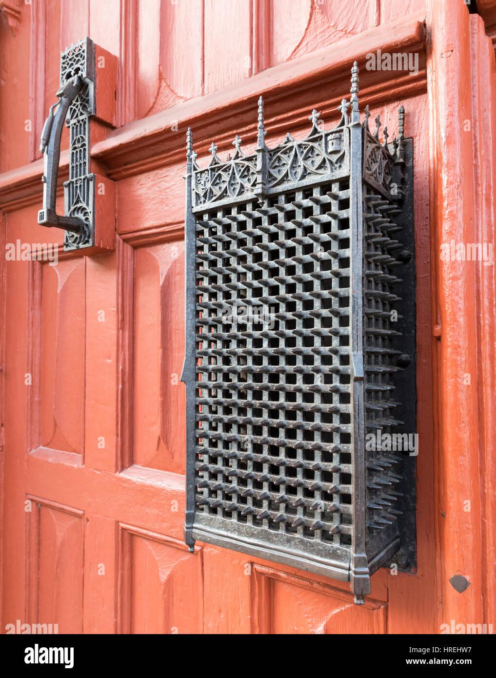 Red front door of Hotel-Dieu, Beaune, Burgundy, France - Stock Image