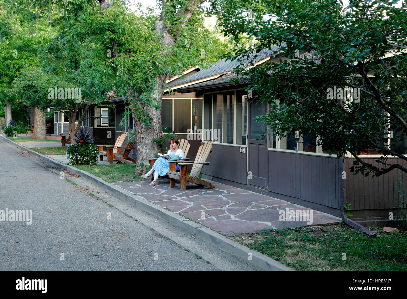 woman reading in front of cottages chautauqua park boulder stock rh alamy com chautauqua boulder house rentals chautauqua cabin rentals boulder colorado