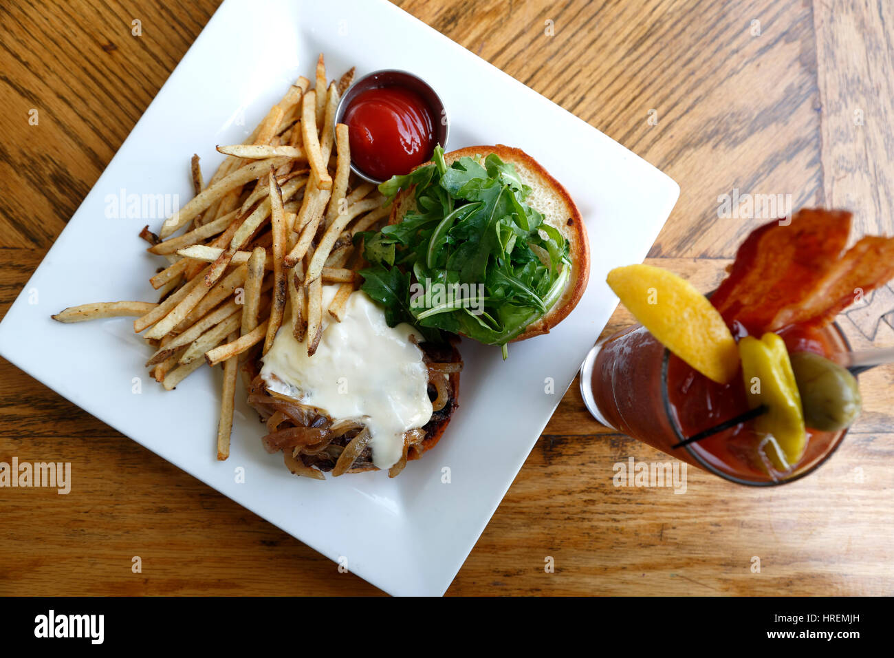 Bison Bistro Burger and fries with Bacon Bloody Mary, Dining Hall, Chautauqua Park, Boulder, Colorado USA - Stock Image