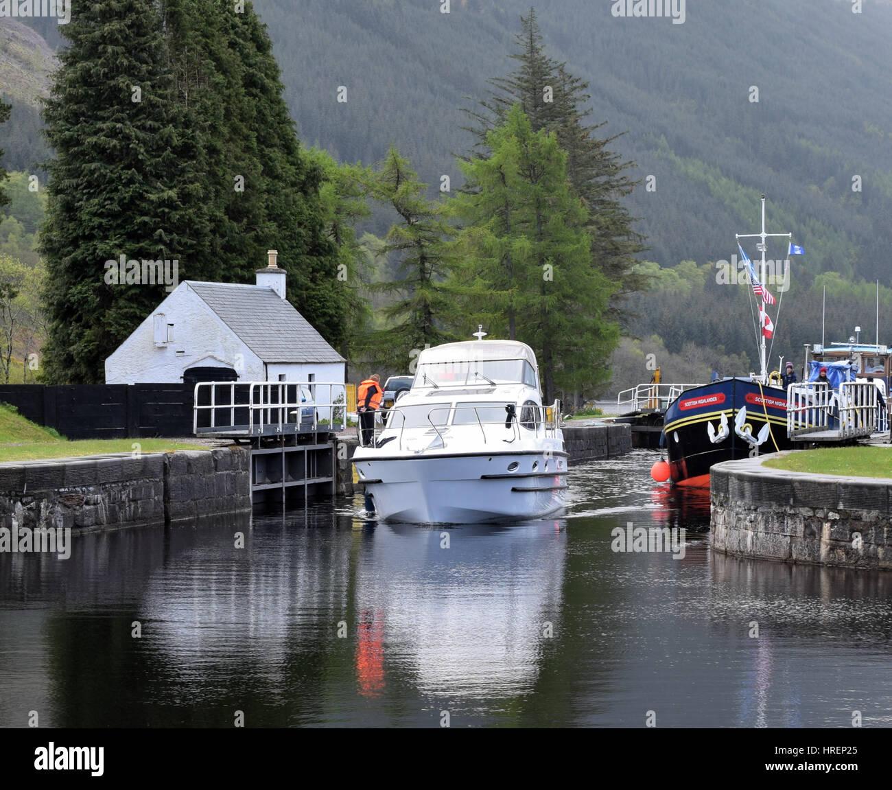 Boats going though Laggan lock, Scotland Stock Photo