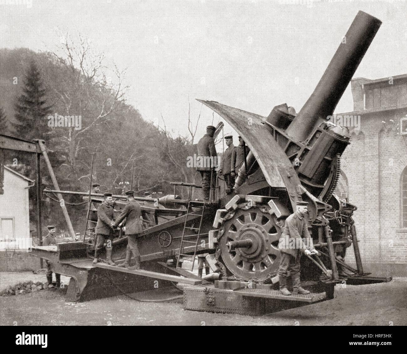 a-big-bertha-a-heavy-howitzer-gun-developed-in-germany-at-the-start-HRF3HX.jpg