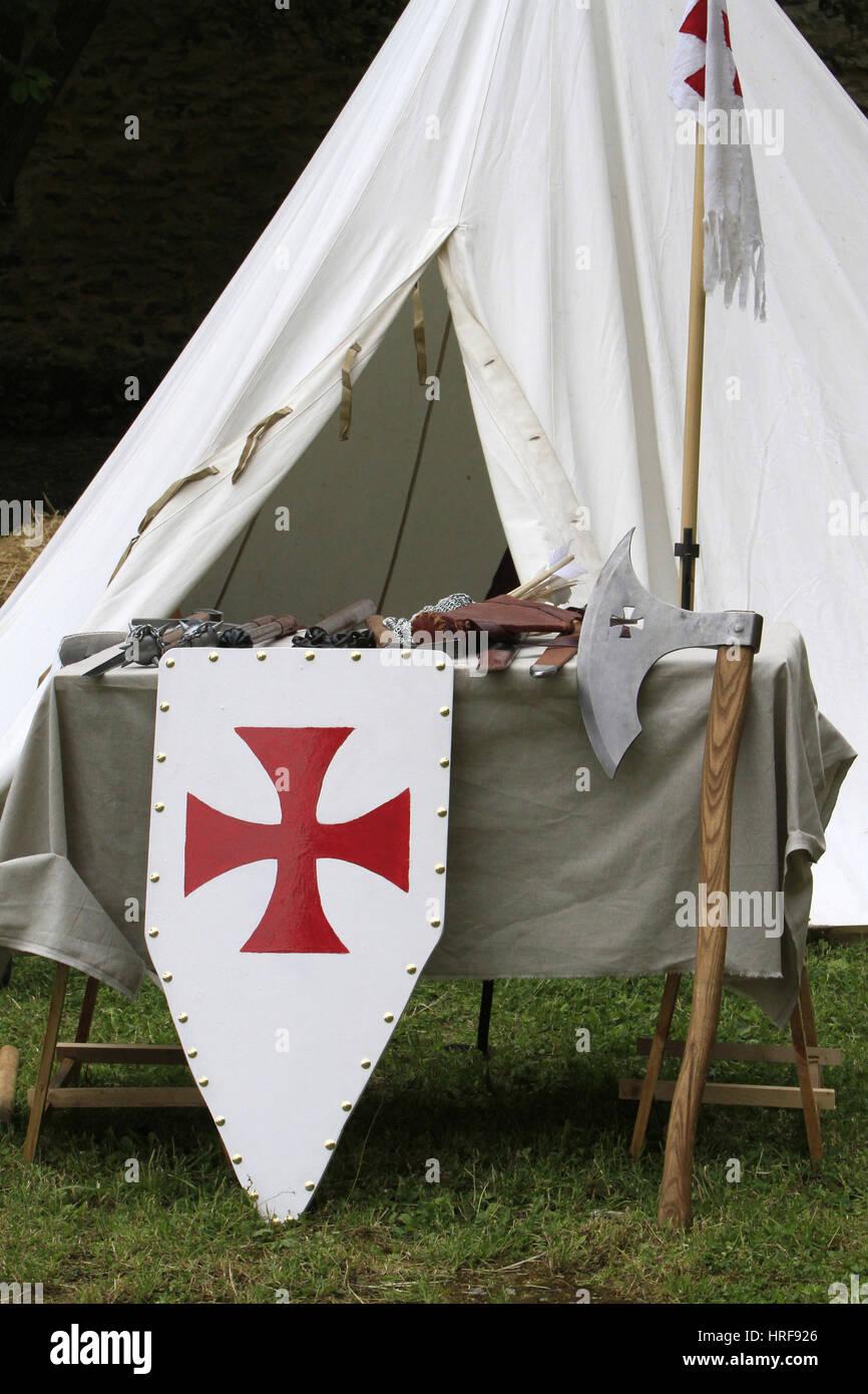 Croix pattŽe sur un bouclier de l'Ordre des Templiers. - Stock Image