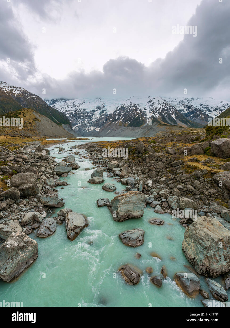 Hooker River flows from Lake Mueller, glacial lake, Hooker Valley, Mount Cook National Park, Canterbury Region, - Stock Image
