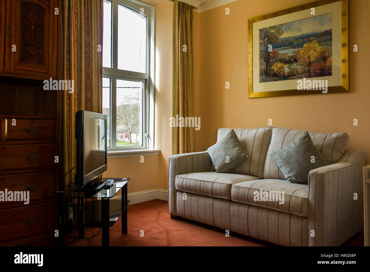 Corner seating stock photos corner seating stock images for Salotto con tv