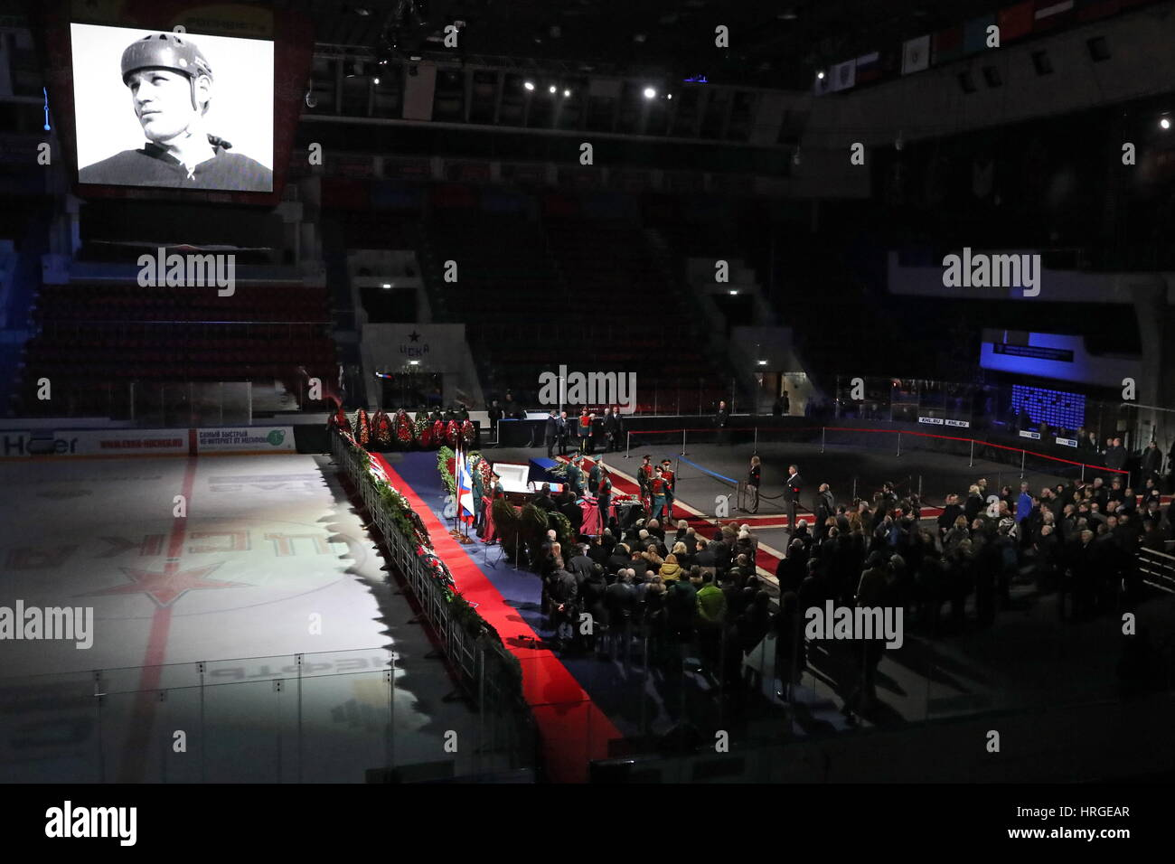 Moscow, Russia. 2nd Mar, 2017. People pay last respects to ice hockey forward Vladimir Petrov during a mourning - Stock Image