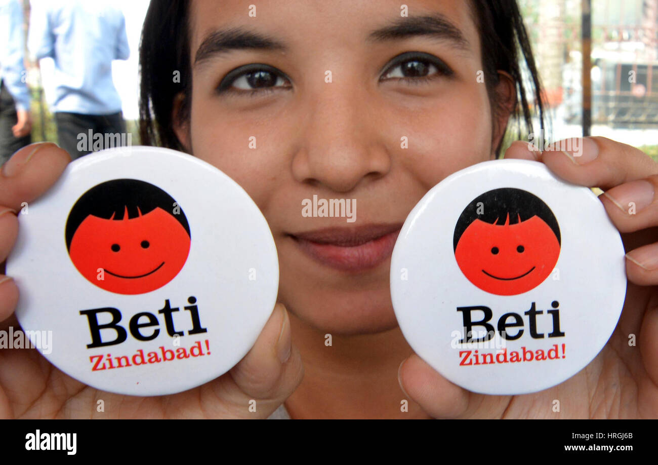 (170303) -- GUWAHATI(INDIA), March 3, 2017 (Xinhua) -- A girl shows badges promoting theme of saving baby girl and - Stock Image