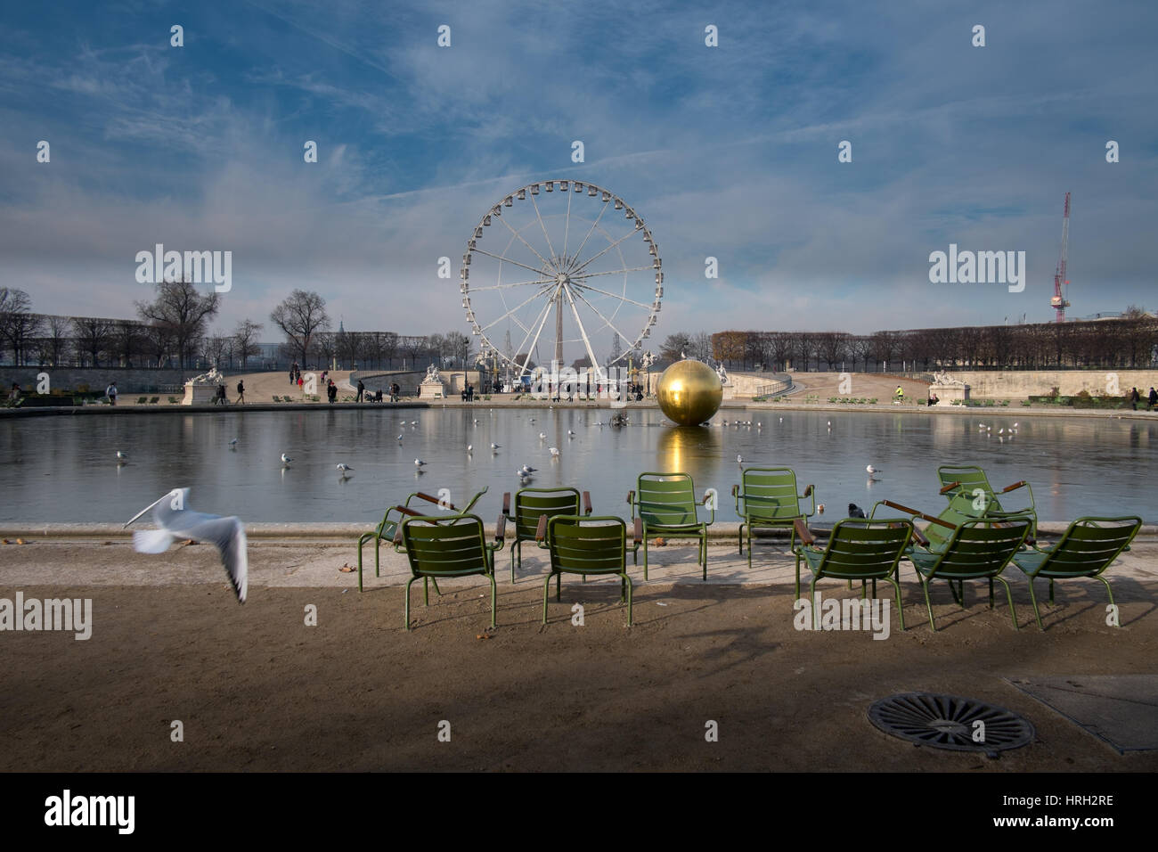 Winter sun at Grand bassin octogonal at the Jardin des Tuileries, overlooked by the Ferris Wheel, Paris, France - Stock Image