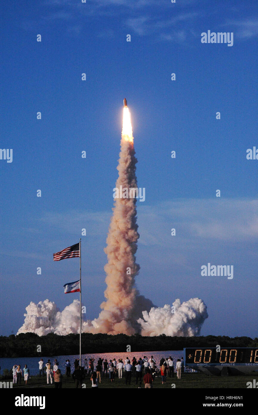 STS-117, Space Shuttle Atlantis Launch, 2007 Stock Photo