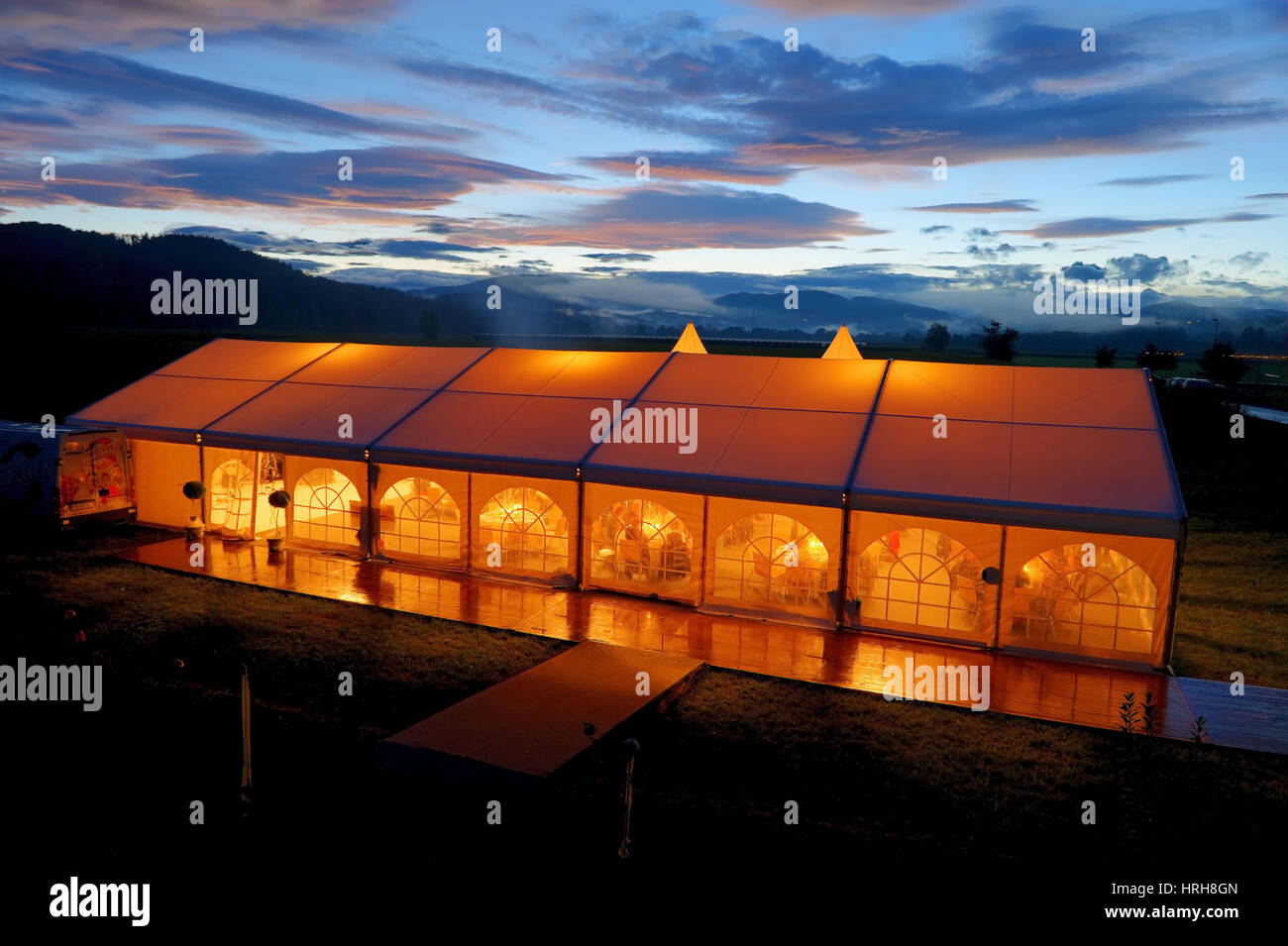 Beleuchtetes Partyzelt - illuminated party tent - Stock Image