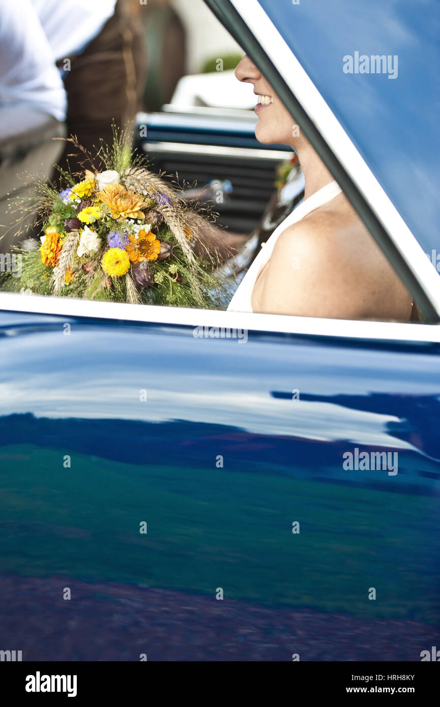Model released, Braut im Brautauto - bride in wedding car - Stock Image