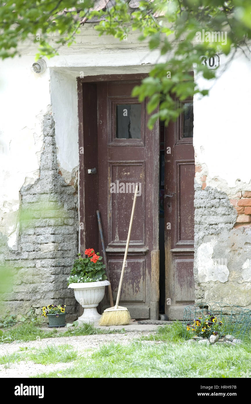 Altes Haus mit Tuer - old house with door - Stock Image