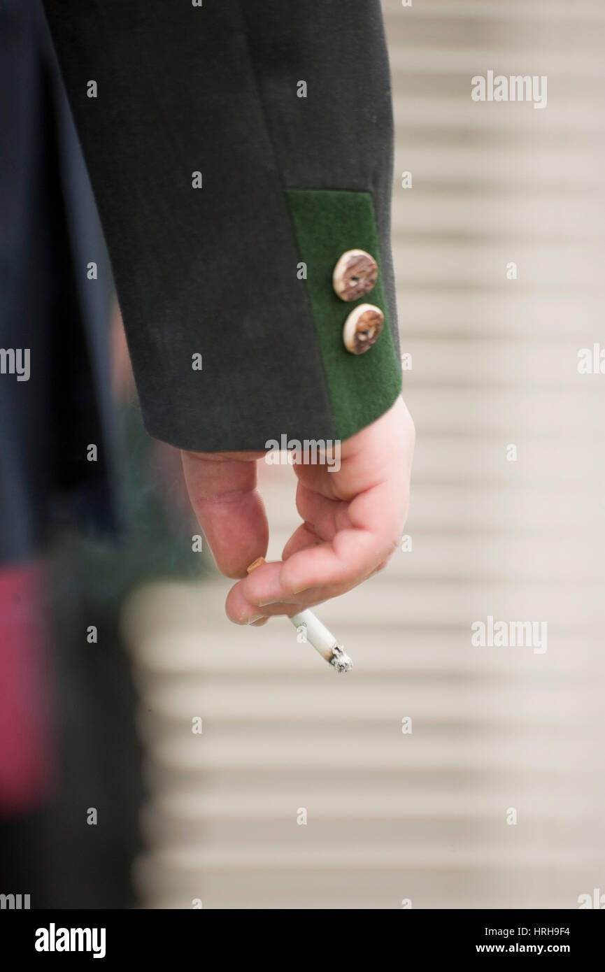 Zigarette in der Hand - cigarette in hand - Stock Image