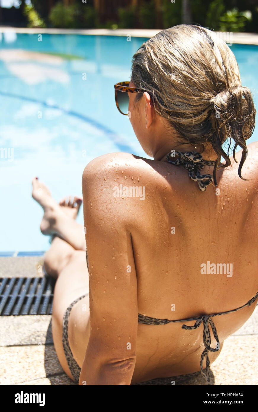 Frau am Pool - woman by the pool - Stock Image