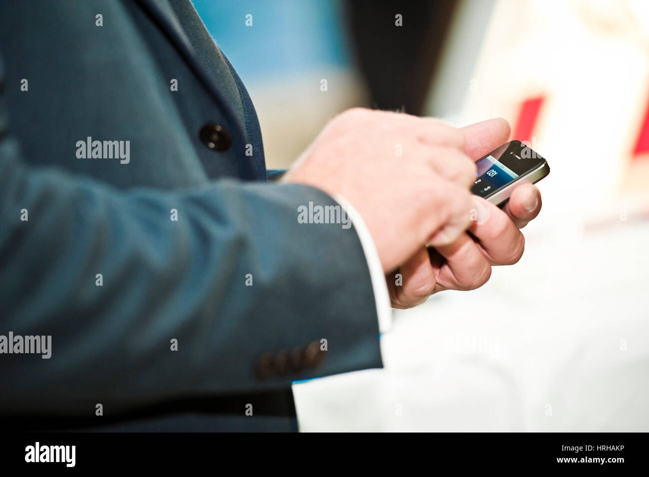 Apple IPhone in der Hand - man with mobile in hands Stock Photo