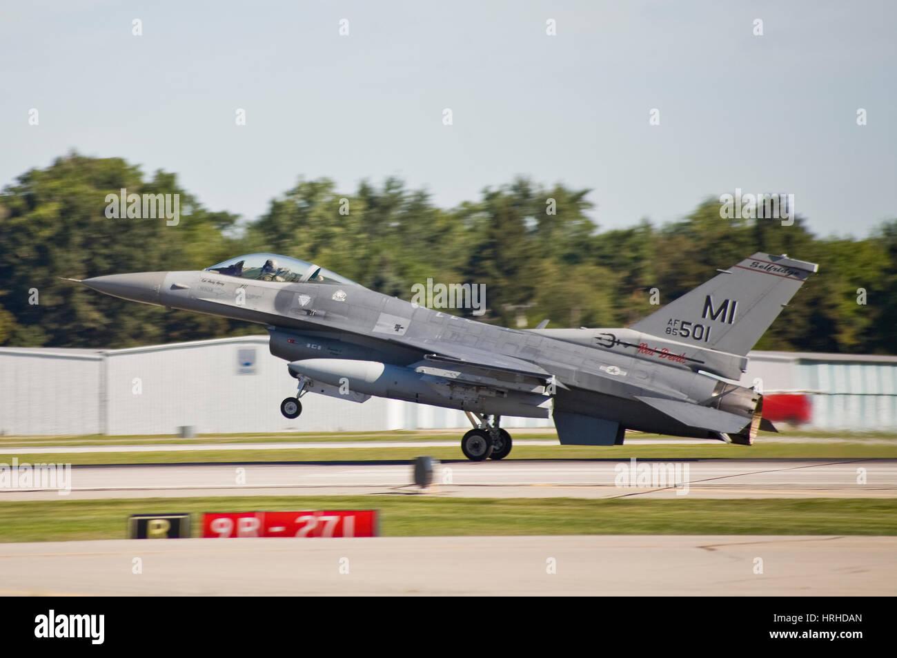 General Dynamics F-16 Fighting Falcon Landing - Stock Image