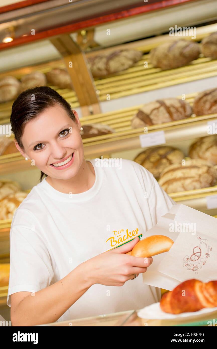 Angestellte in der Baeckerei - clerk in a bakery - Stock Image