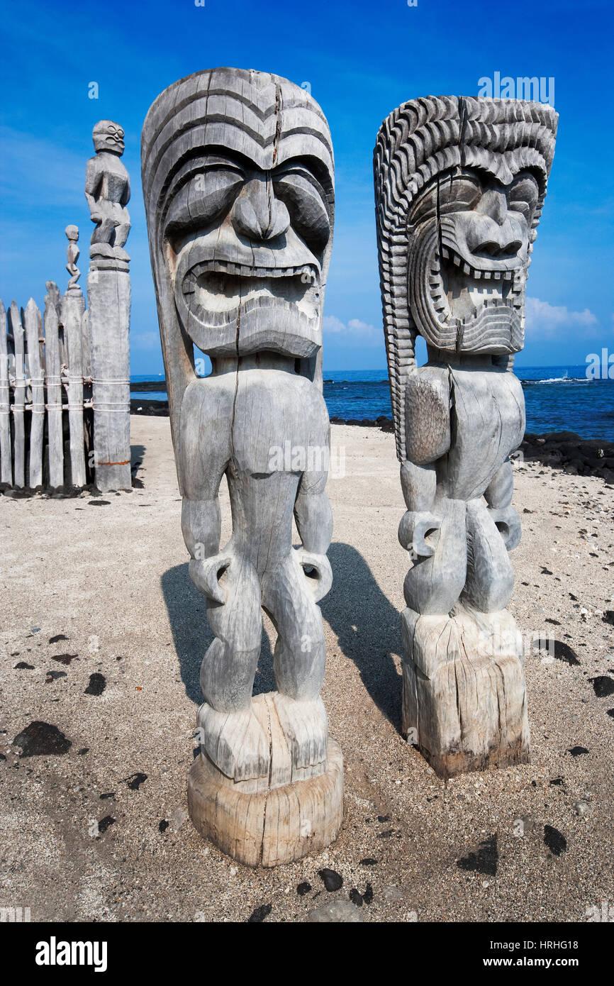 Wooden Tiki at Pu'uhonua o Honaunau, Big Island, Hawaii, USA - Stock Image