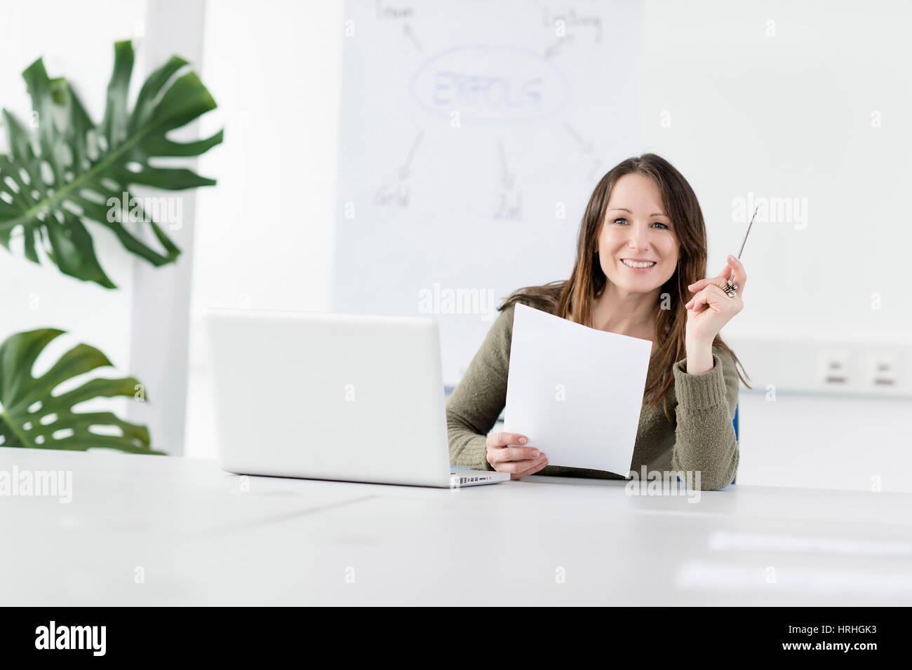 Frau im Buero - woman in office - Stock Image
