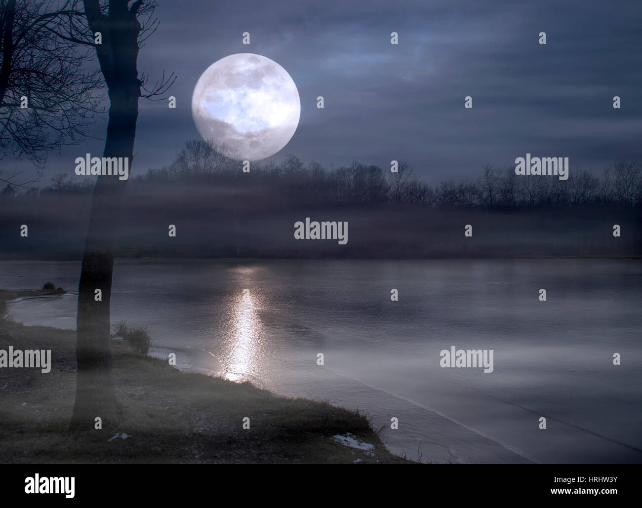 Super moon and lake at night - Stock Image