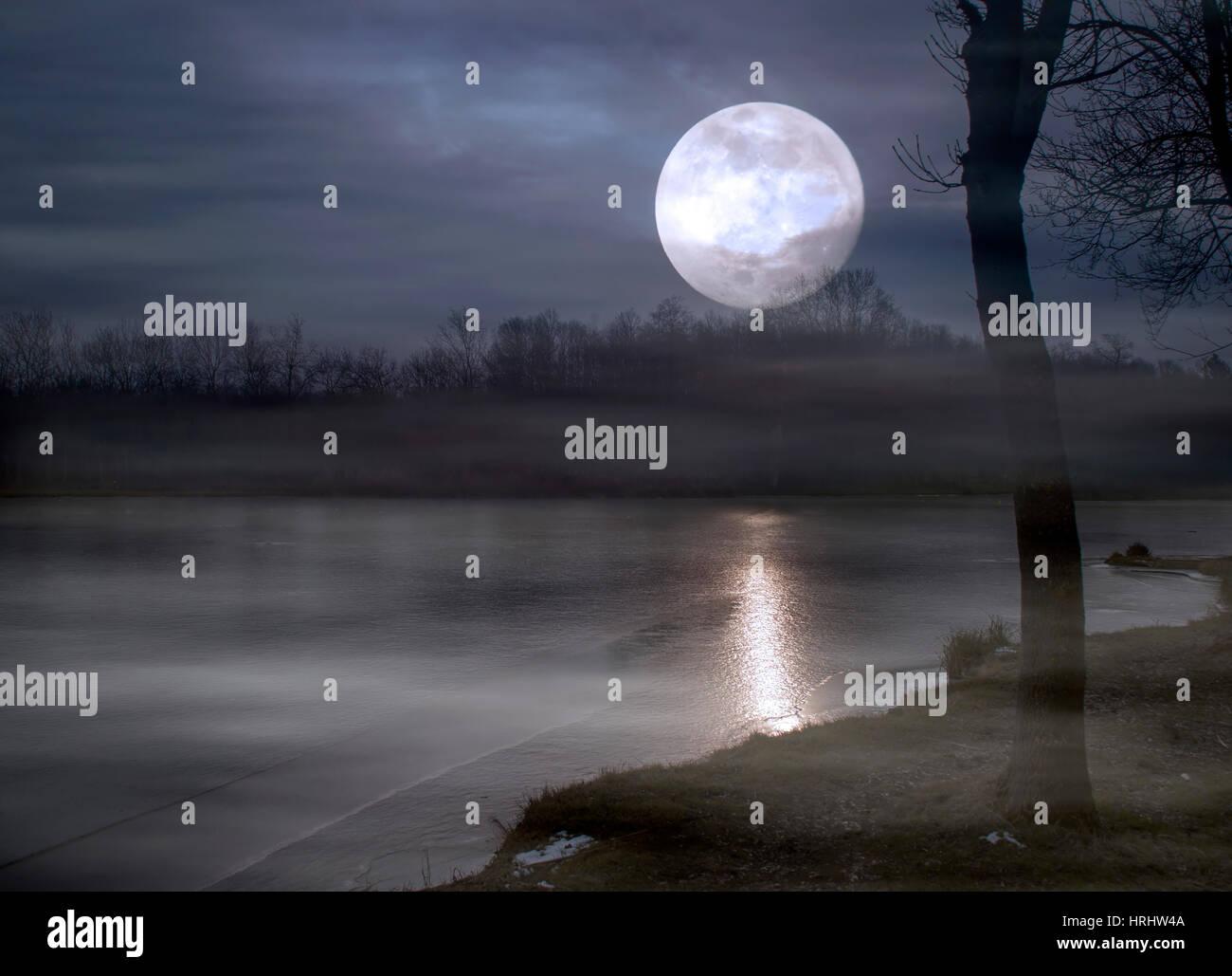 Super moon and lake at night - Stock Image