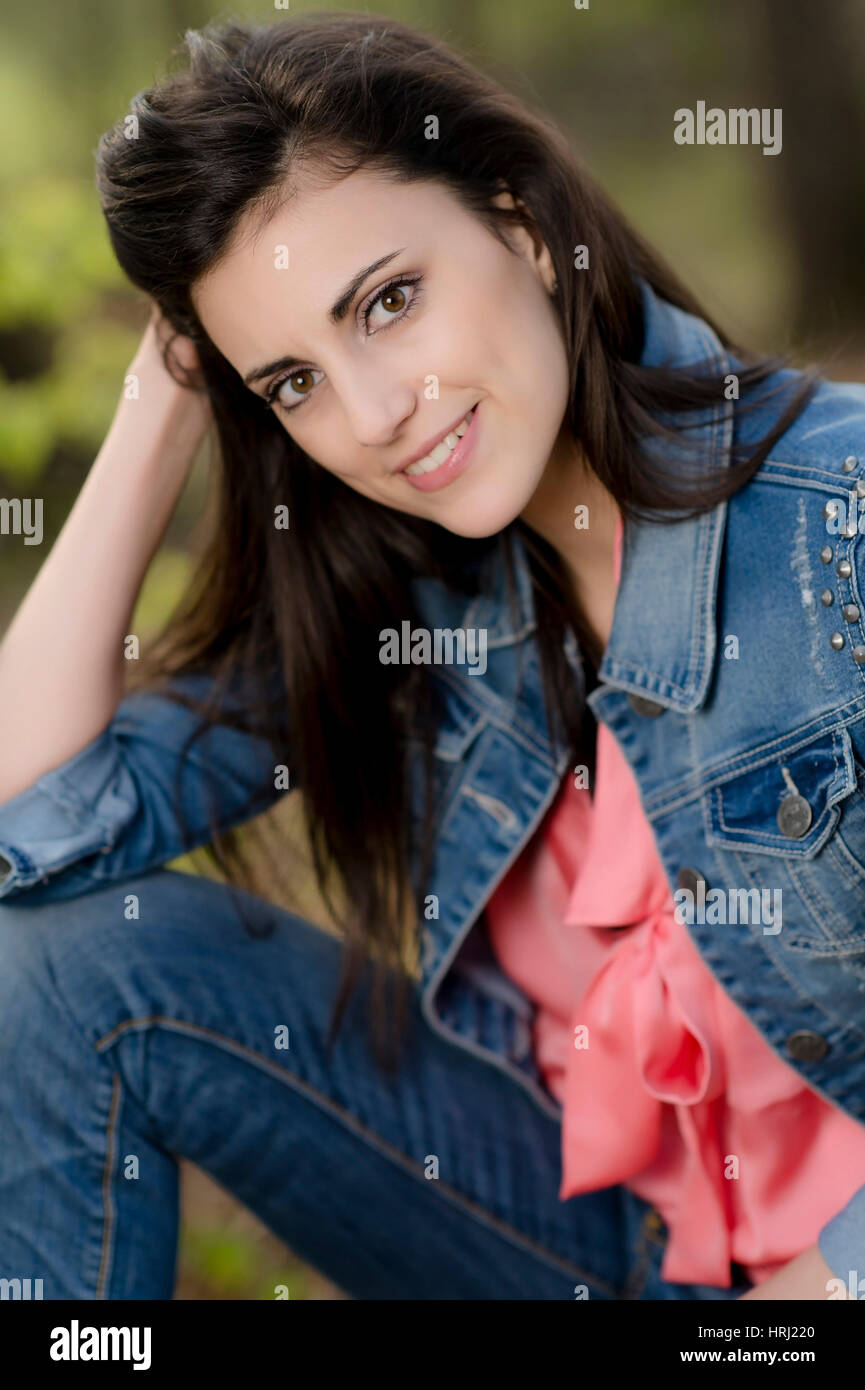 Junge, dunkelhaarige Frau - attractive, dark haired woman Stock Photo