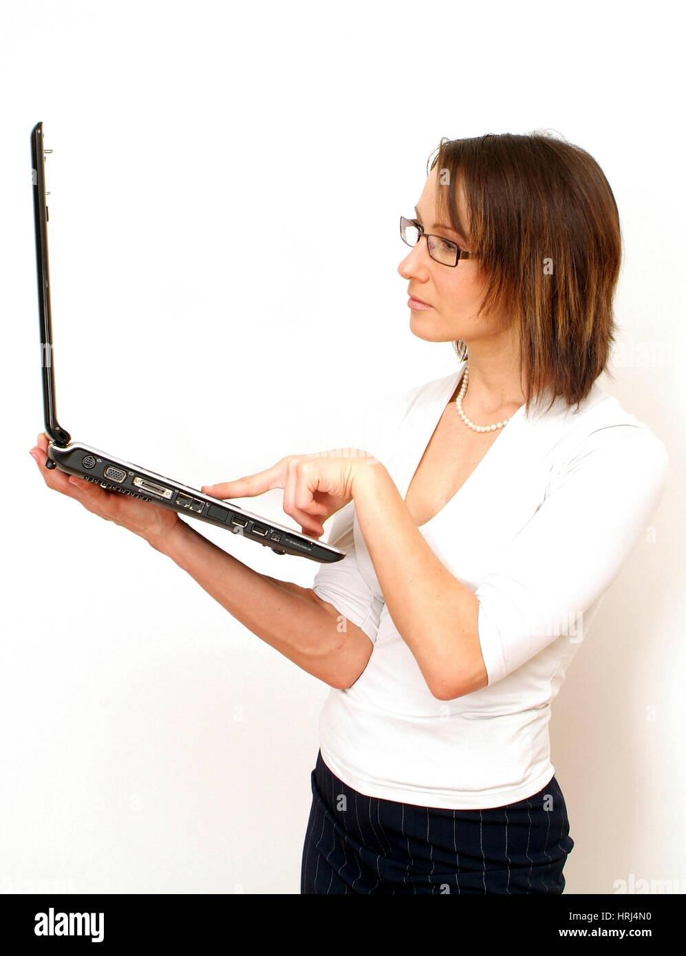 Junge Gesch?ftsfrau arbeitet am Laptop - young business woman using laptop, Symbolfotos Stock Photo