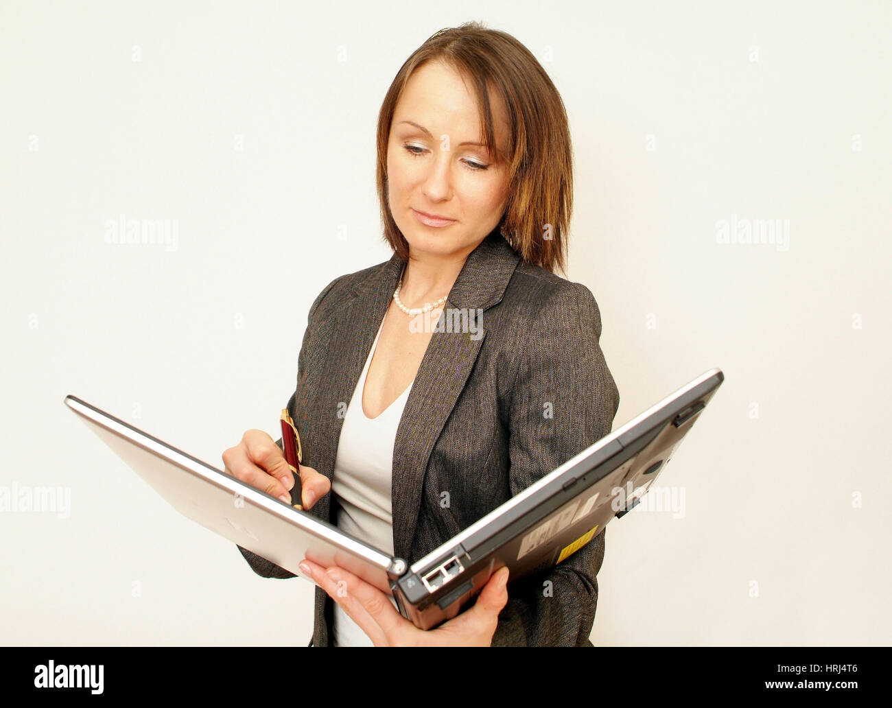 Junge Gesch?ftsfrau schreibt in Laptop - young business woman wriing in laptop, Symbolfotos Stock Photo