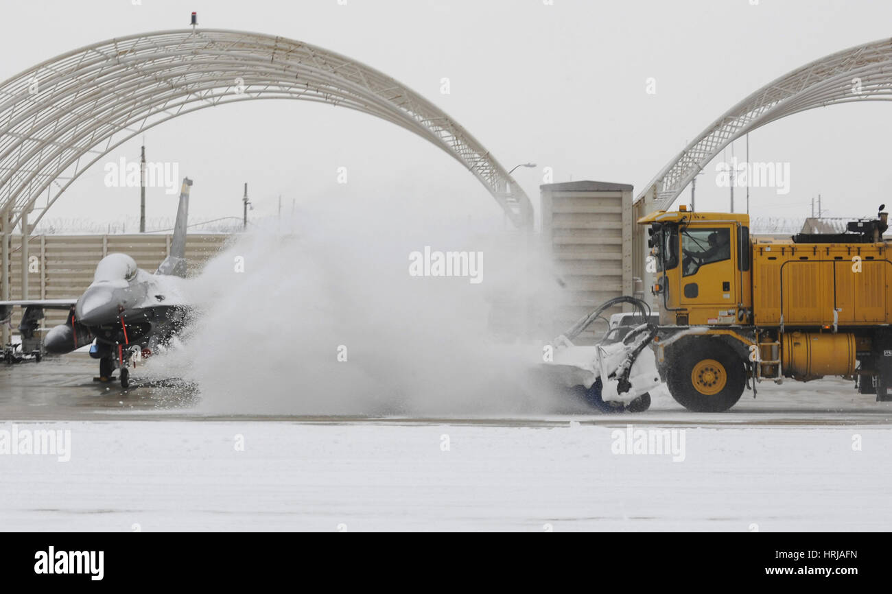 Airmen Clear Taxiway, Kunsan Air Base - Stock Image