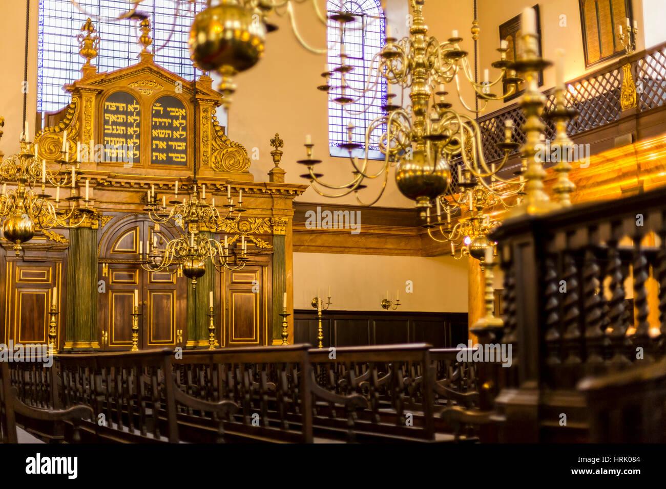 Bevis Marks Interior, The oldest Synangogue in Western Europe, London, England UK - Stock Image