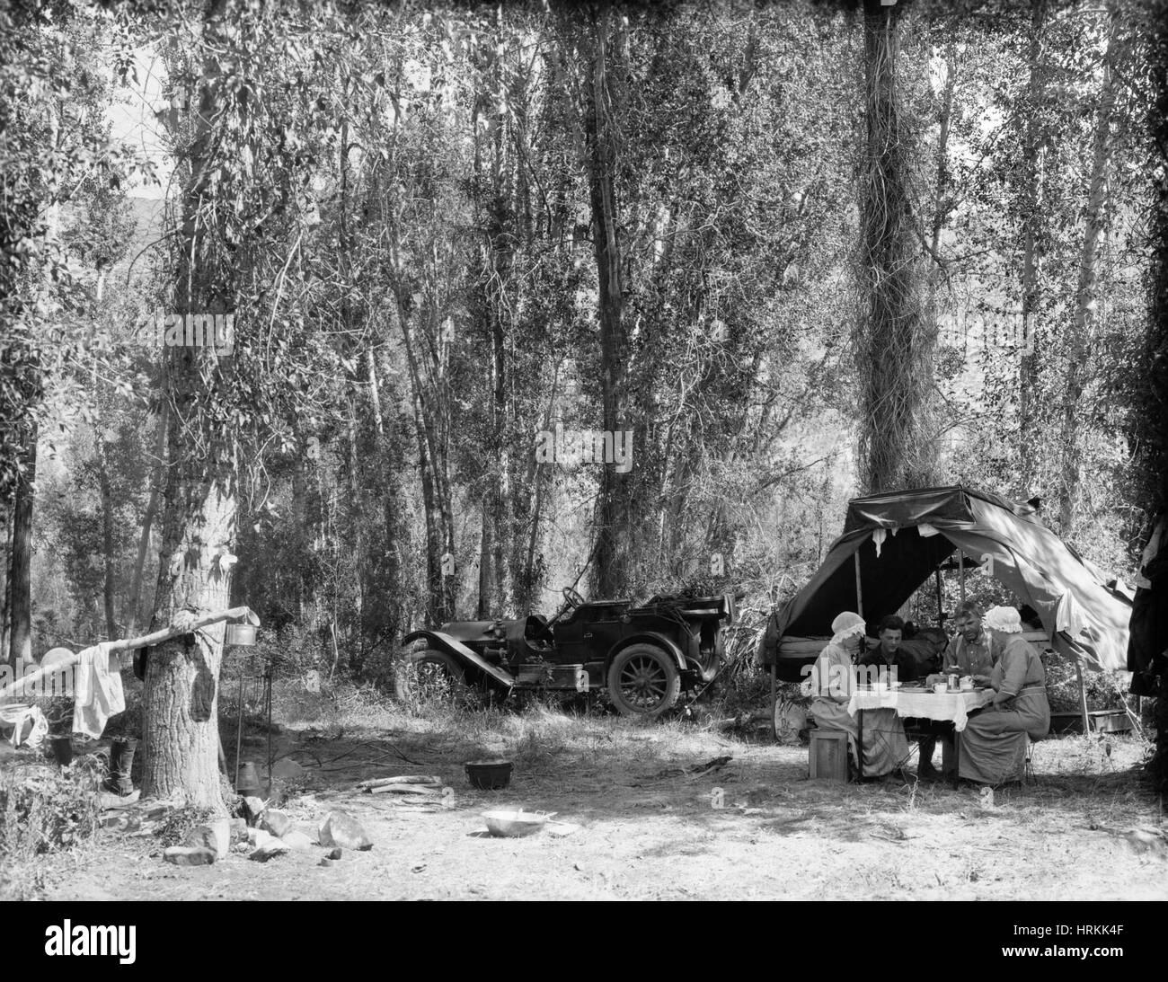 Outdoor Breakfast, 1910s - Stock Image