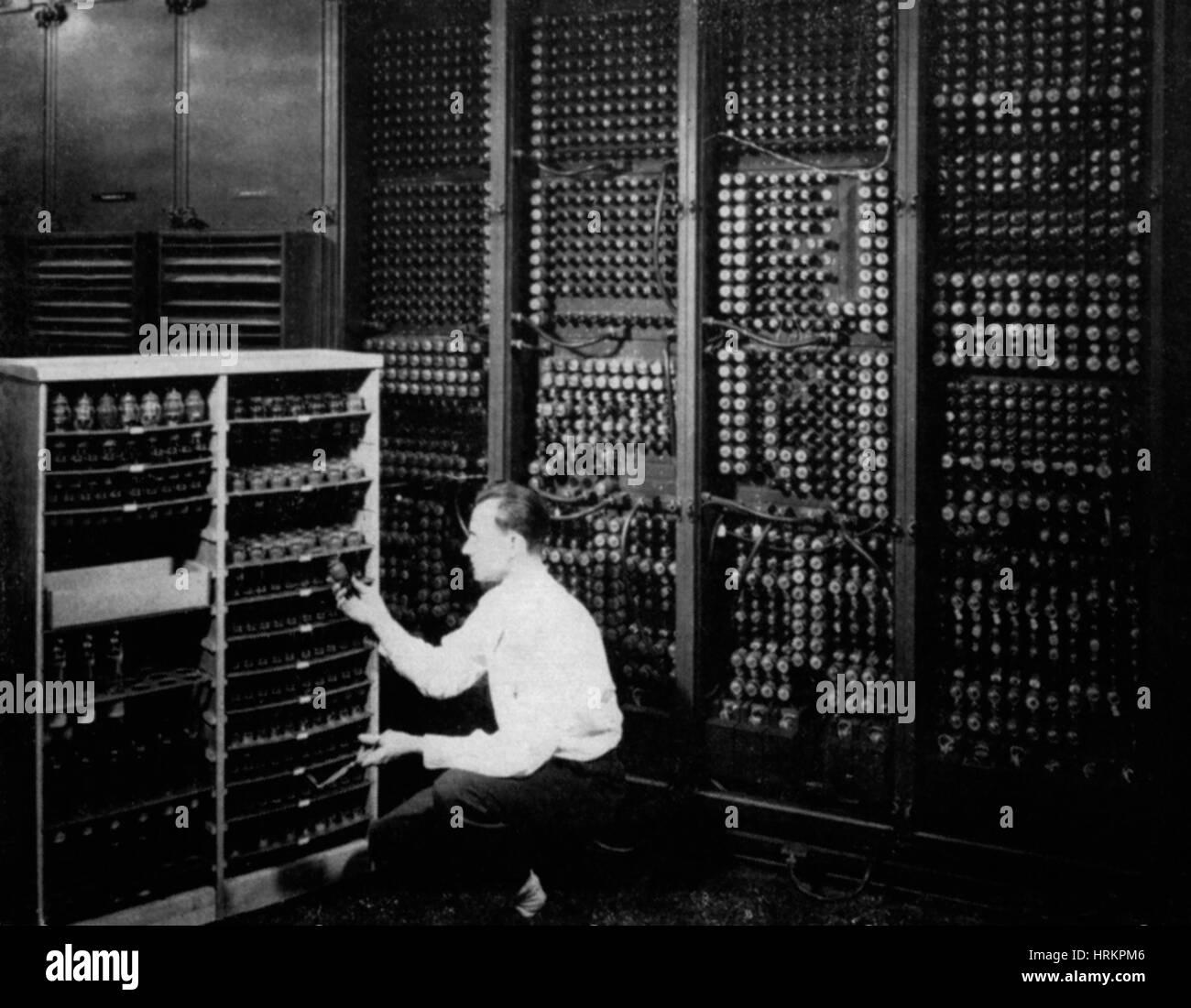 Replacing Bad Tube On ENIAC Computer Stock Photo: 135044566 - Alamy