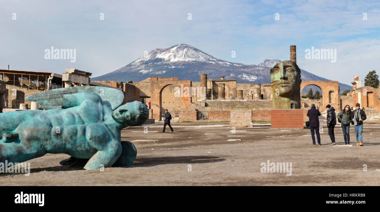 A view of Mount Vesuvisu overlooking the ancient city of Pompeii, Italy. - Stock Image