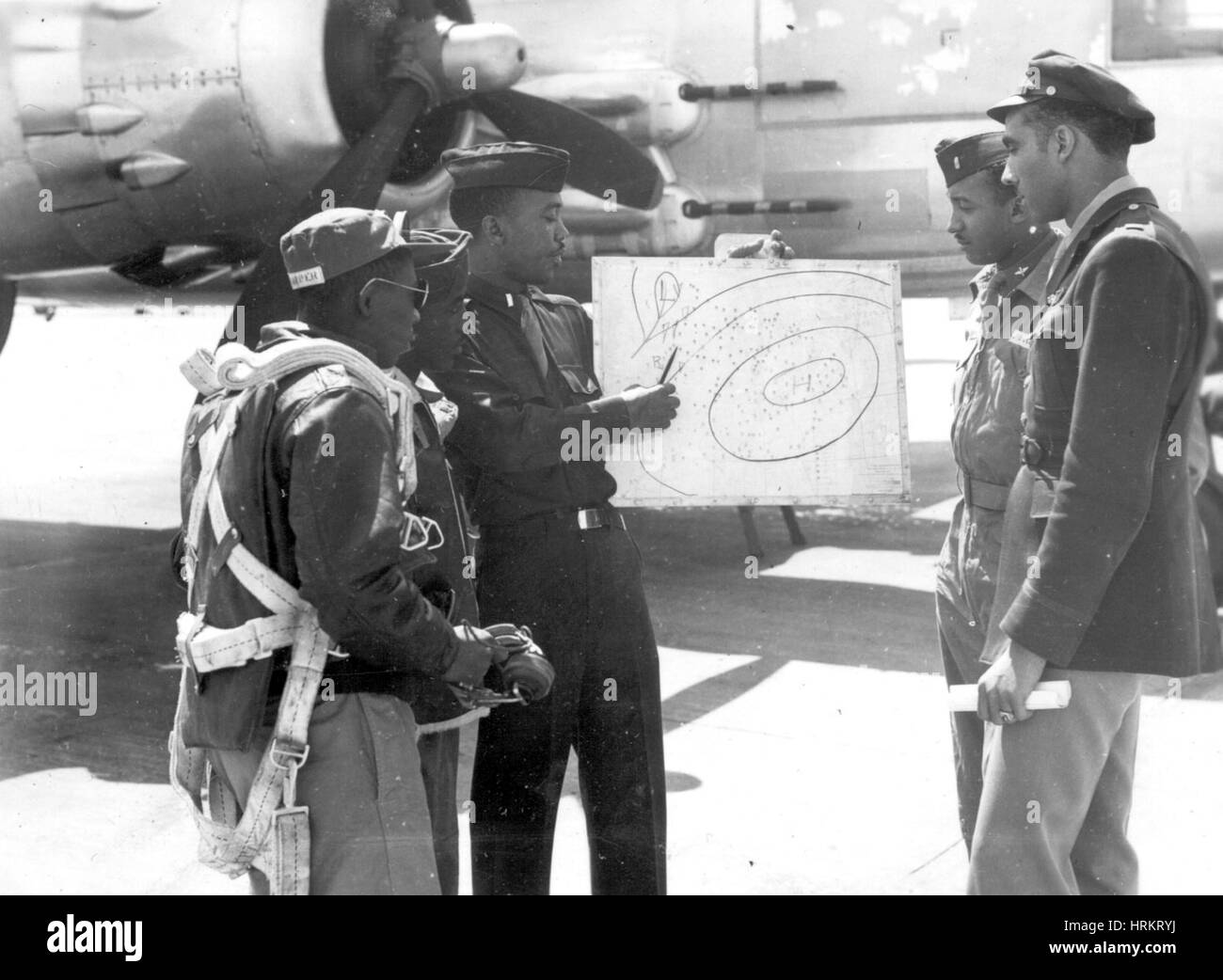 Weatherman Briefs Tuskegee Airmen, 1945 - Stock Image