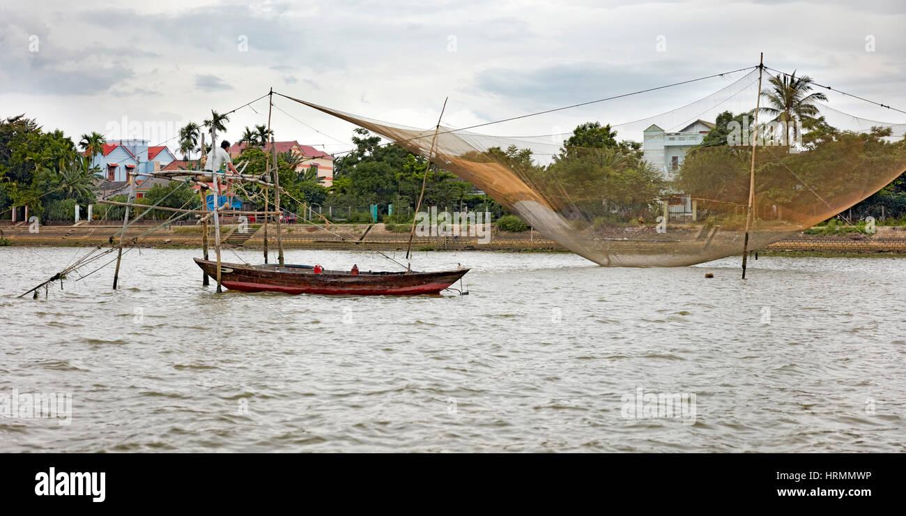 Stationary lift fishing net on the Thu Bon River. Hoi An, Quang Nam Province, Vietnam. - Stock Image