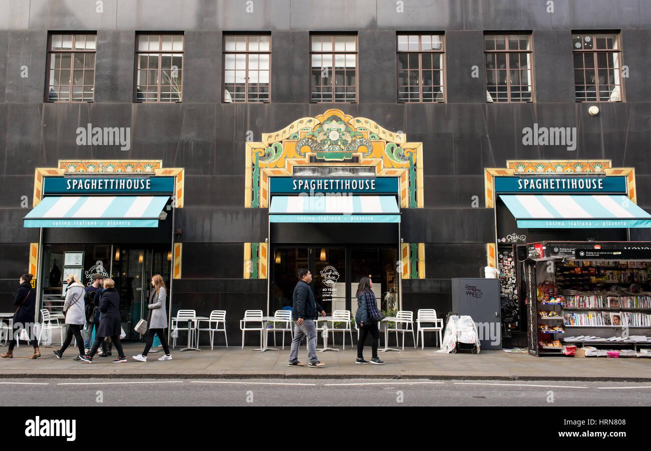 The Italian restaurant Spaghetti House in the heart of Oxford Street and Regent Street serves freshly prepared Italian Stock Photo