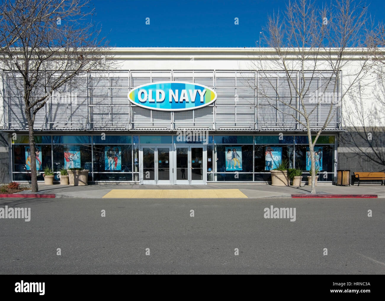 Front of an Old Navy  store at Nut Tree Plaza, Vacaville, California, USA, on a sunday morning - Stock Image