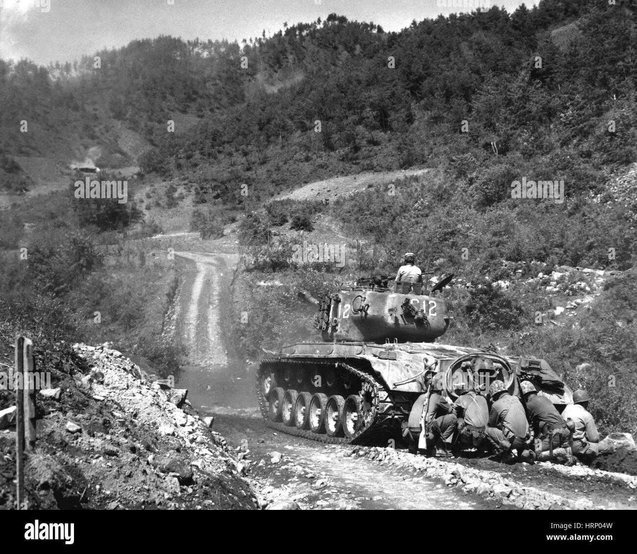 Korean War, Marines Take Cover, 1951 - Stock Image