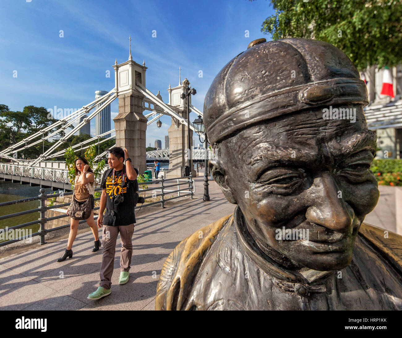 THE RIVER MERCHANT'S, bronze sculpture of Aw Tee Hong, Flint Street, Fullerton Square, Anderson Bridge, Singapore, - Stock Image
