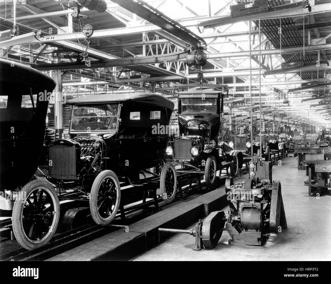 Ford Model T Assembly Line 1920s Stock Photo 135095634 Alamy