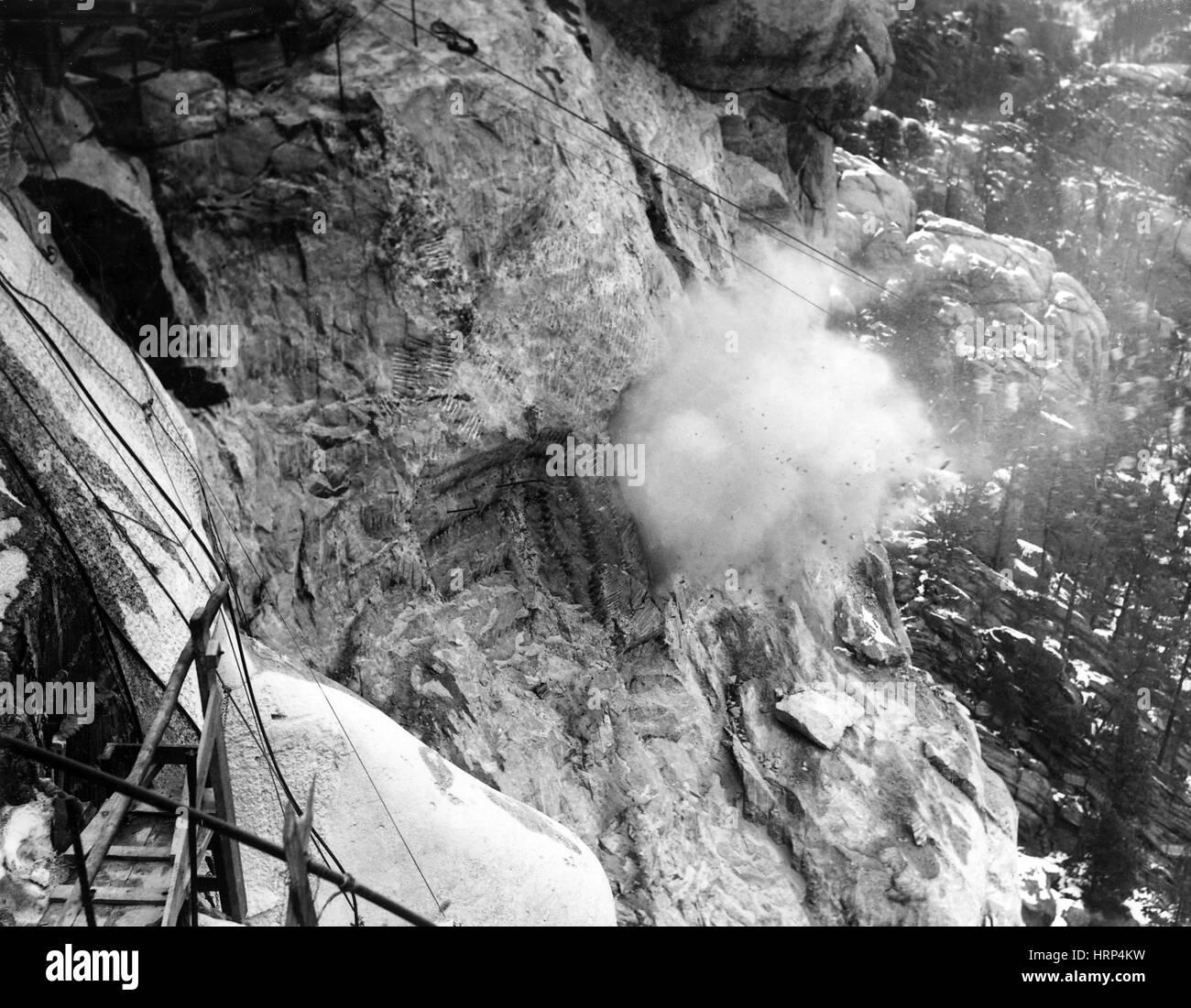 Blasting Rock on Mount Rushmore, 1930s - Stock Image