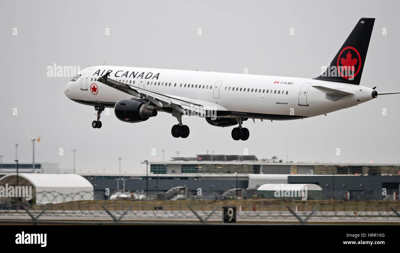 Air Canada plane Airbus A321  painted in the company's new livery, landing at Vancouver International Airport - Stock Image