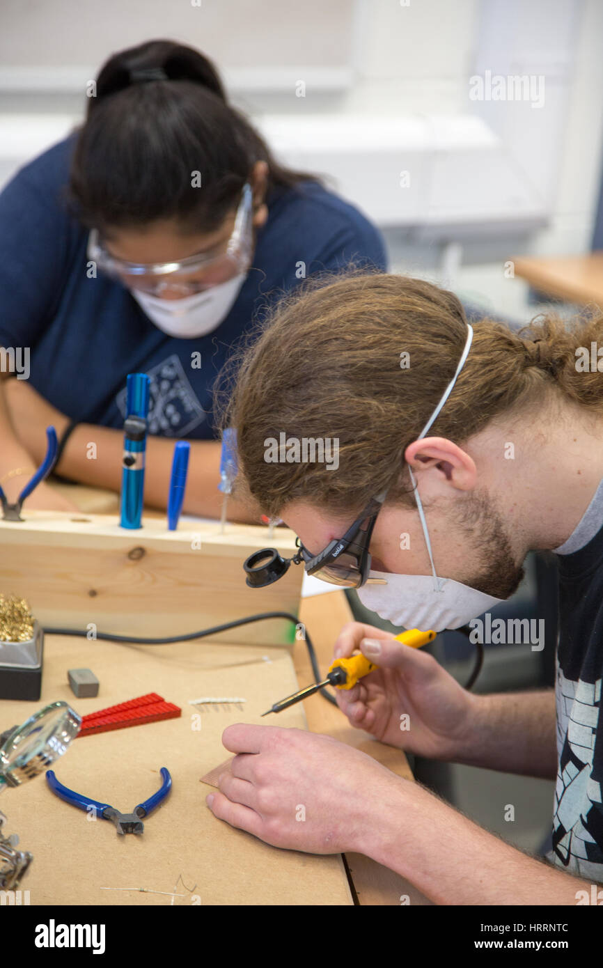 Students at a Further Education college learn electronics - Stock Image