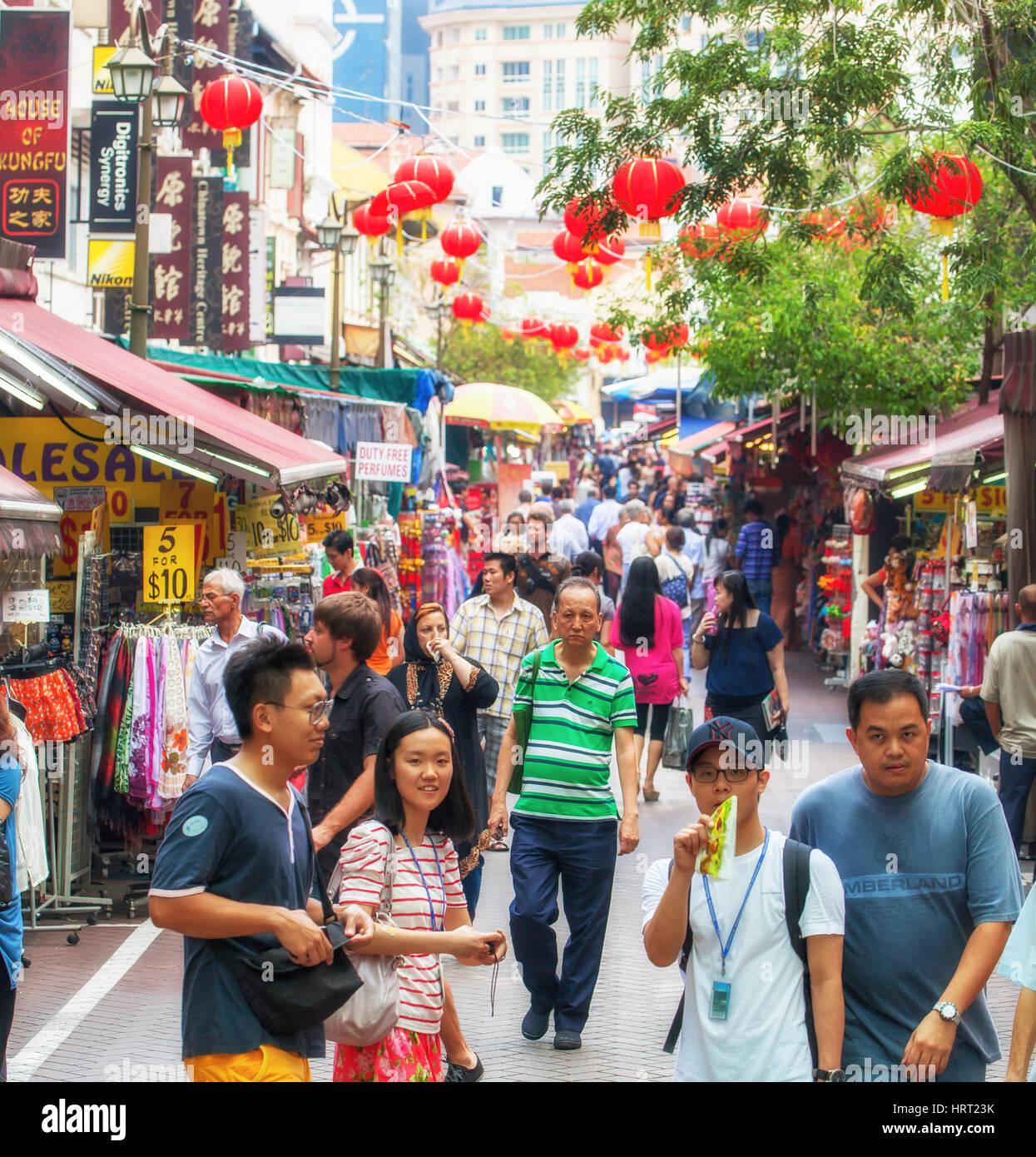 Pedestrianized street Pagoda, red Lampignons across the street, Singapore, Asia, Singapore - Stock Image