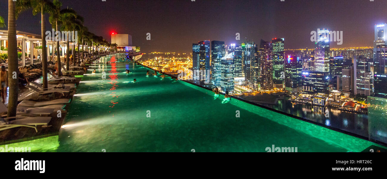 INFINITYPOOL, Marina Bay Sands Hotel, Skyline, Night View, Financial District, Banking District, Central Business - Stock Image
